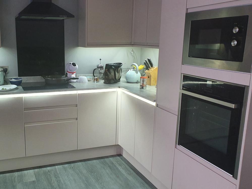 Nearly New Howdens Greenwich Kitchen & Appliances