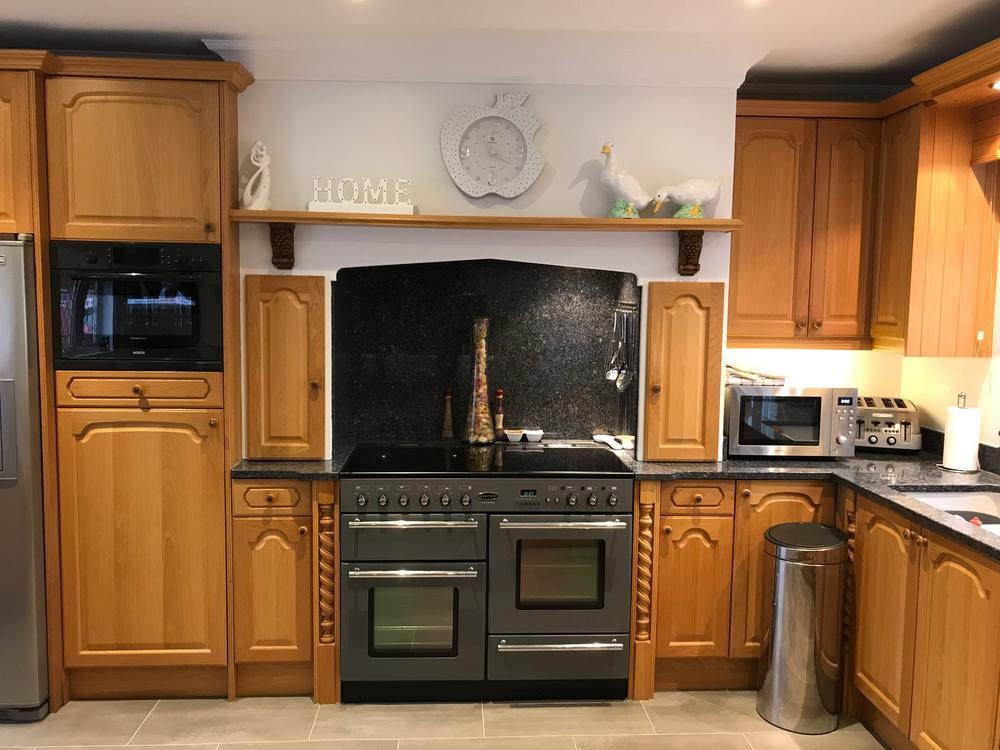 Bespoke Wooden Kitchen with Appliances & Granite Worktops