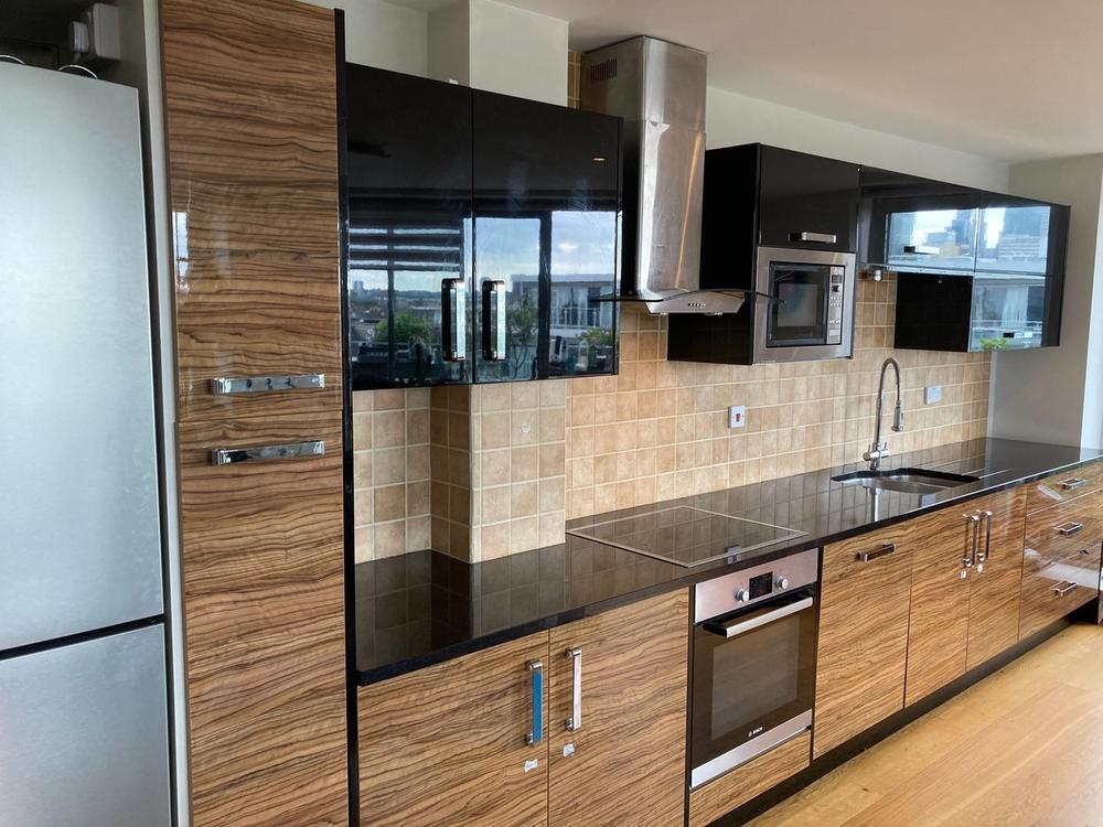 Modern Kitchen with Granite & Appliances