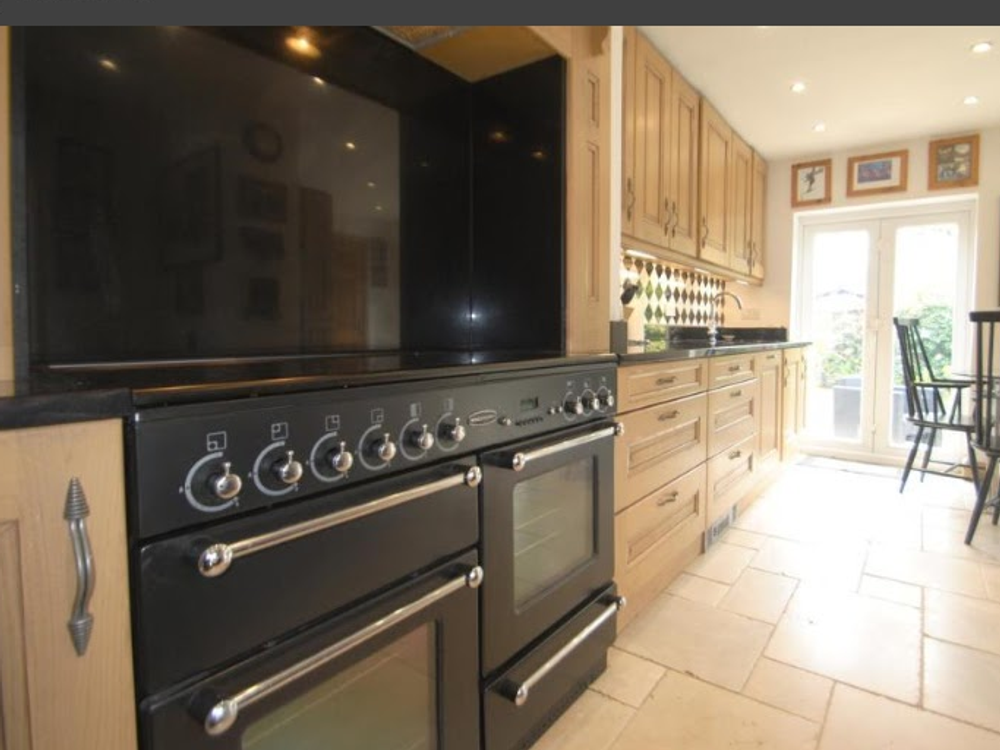 """Oak Kitchen with Granite & Appliances """"OPEN TO OFFERS"""""""