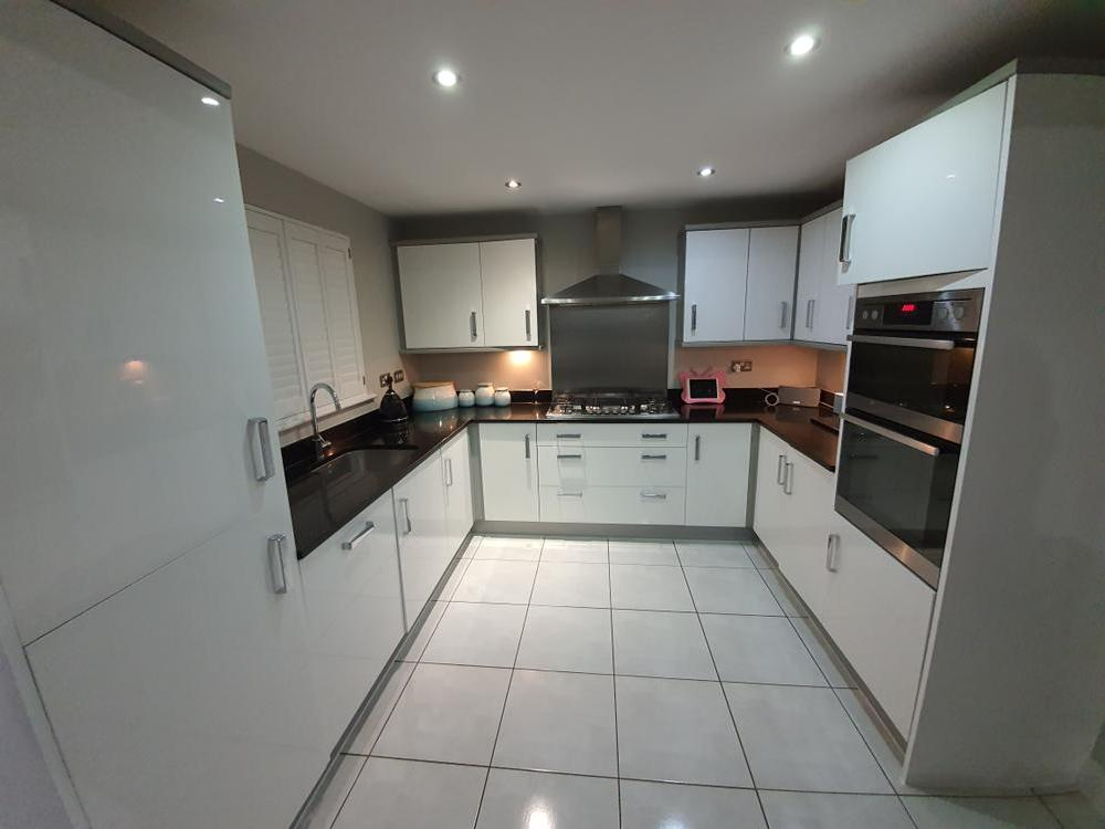 Modern White Kitchen & Appliances