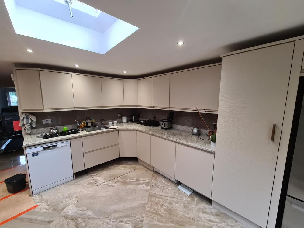 Custom Handleless Kitchen with Granite Worktops (2 years old)