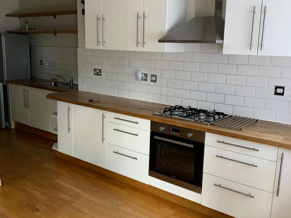 Howdens Straight-Run Kitchen with Wooden Worktops & Appliances