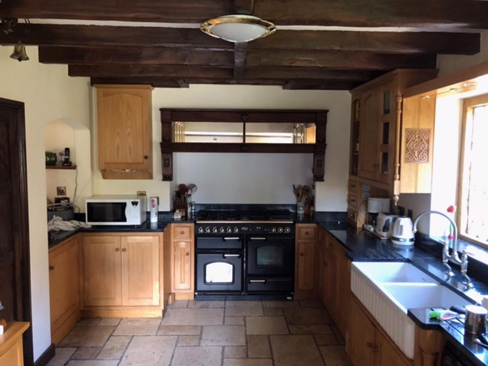 Oak Kitchen by Dawson Reproductions with Granite Worktops & Appliances