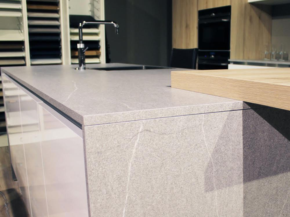 Modern FCI Designed Kitchen With Granite Worktops