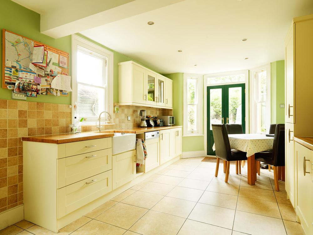 Shaker Style Kitchen with Solid Oak Worktops