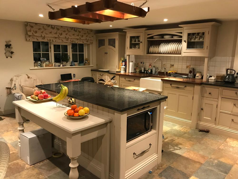 Shaker Style Island Kitchen with Granite Worktops