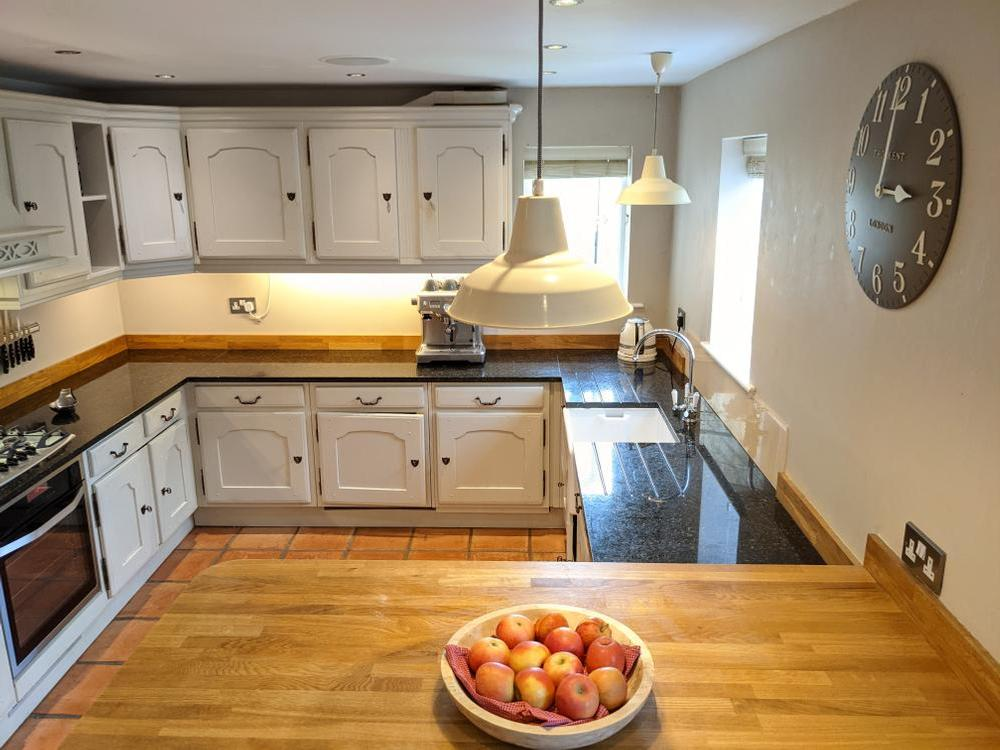 Painted Wooden Inframe Kitchen with Granite