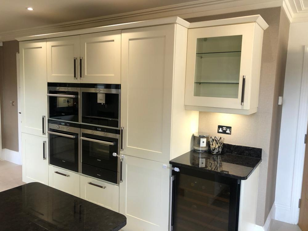 Traditional Kitchen with Appliances Must be removed by 31 July